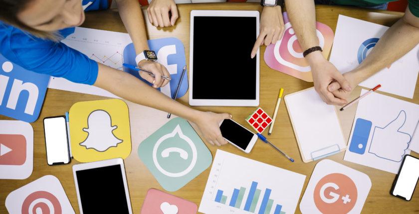 jovenes en redes sociales